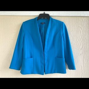 Comfortable and classy blue blazer with pockets